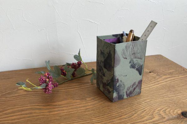 台所用ラップと絵具で模様を付けてペン立て作る