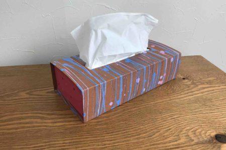 ダイソーのマニキュアと色画用紙厚紙でティッシュケースを作りました